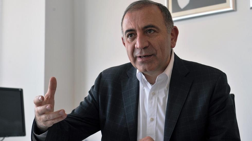 """Gürsel Tekin: """"AKP dönemi bitti. Türkiye nefes alamıyor"""""""
