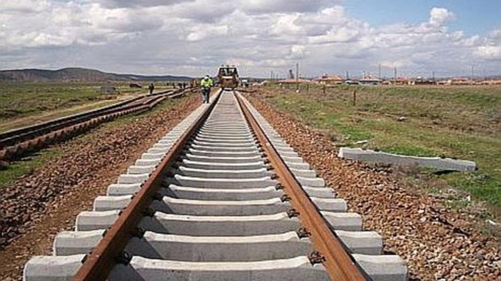 SON DAKİKA: Tren raydan çıktı! 2 ölü