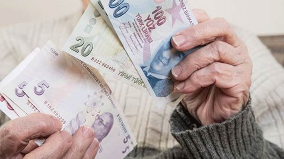 Emeklilerin alacağı maaş farkının ödeme tarihi belli oldu