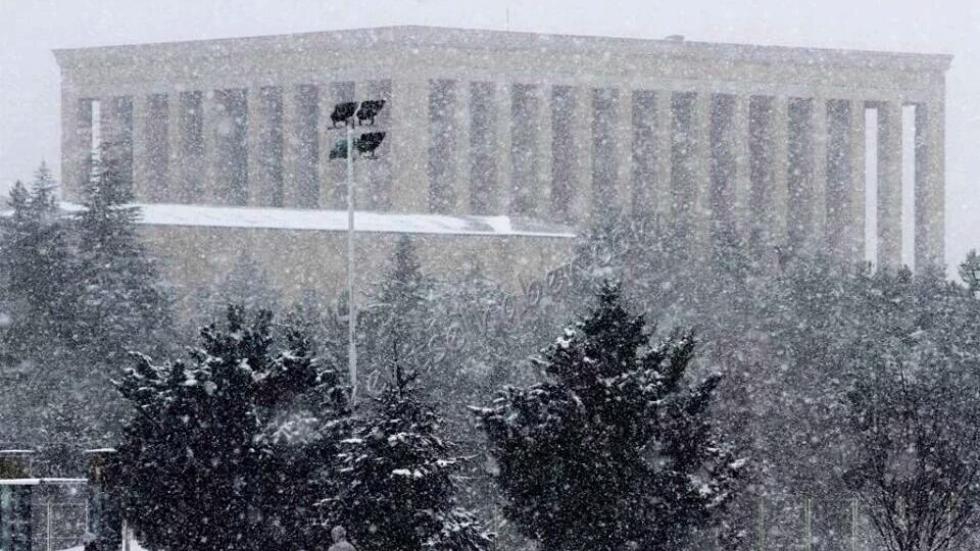 Ankara'da kar yağışı nedeniyle okullar tatil edildi