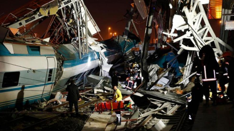 Ankara'da tren kazasında ölü sayısı arttı