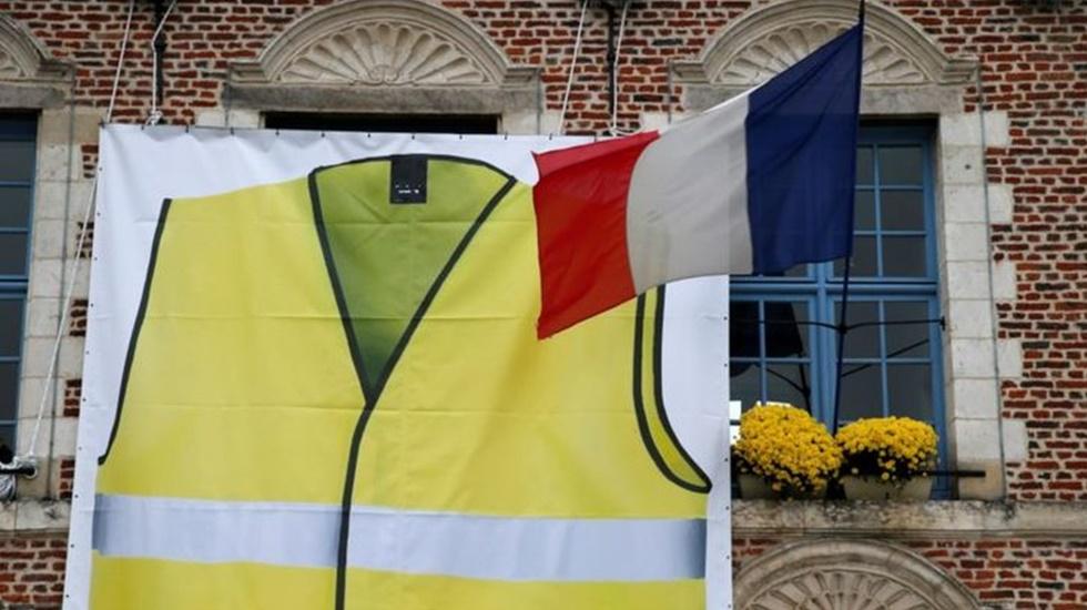 Macron'da Sarı Yeleklilere darbe: Şanzelize meydanını eylemlere kapatmaya hazırlanıyor
