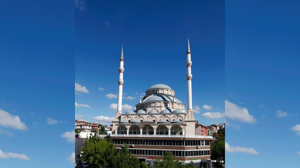 Gürsel Tekin: AKP'li belediyeler borçlarını cami satarak ödüyor'