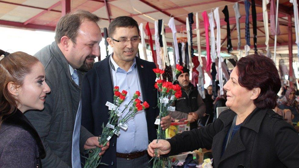 14 Şubat'ta Karanfiller Utku Gümrükçü'den