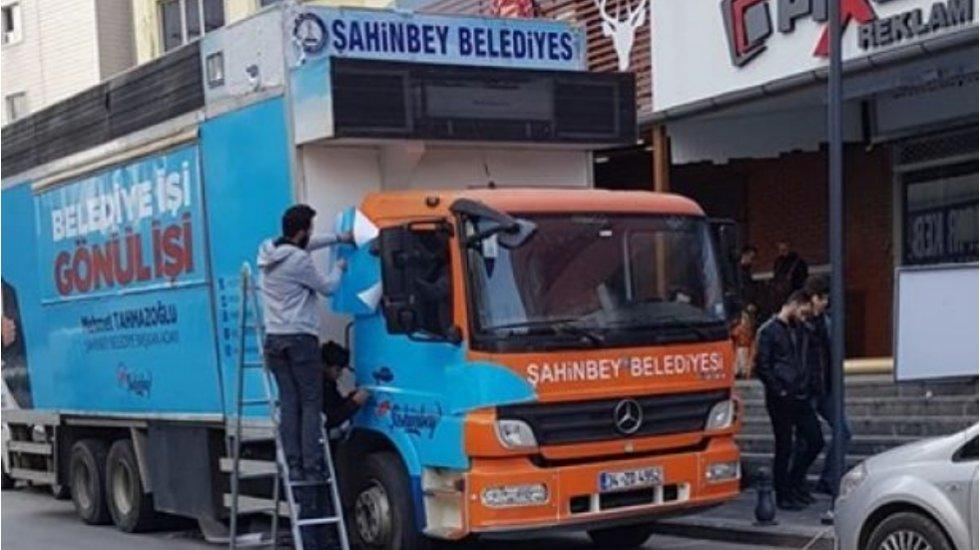 AKP'ye seçim yasağı yok: Belediye aracı, oldu seçim aracı!
