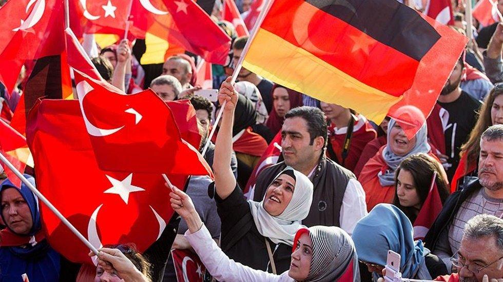 Financial Times: Almanya, ülkedeki Türkler arasındaki kurumsal bağları koparmak istiyor