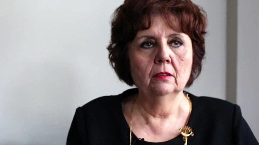 Gazeteci Ayşenur Arslan gözaltına alınmasını canlı yayında anlattı