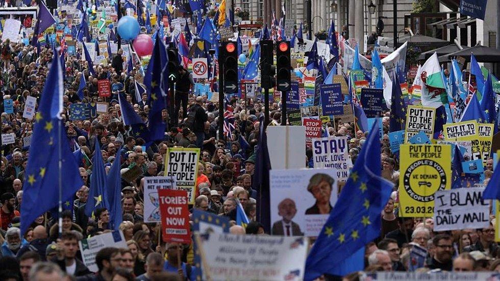 İngiltere'de 1 milyon AB yanlısı ikinci defa referandum yapılması için yürüdü
