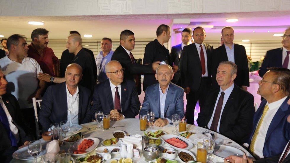 Kılıçdaroğlu Minibüsçü esnafıının iftarına katıldı