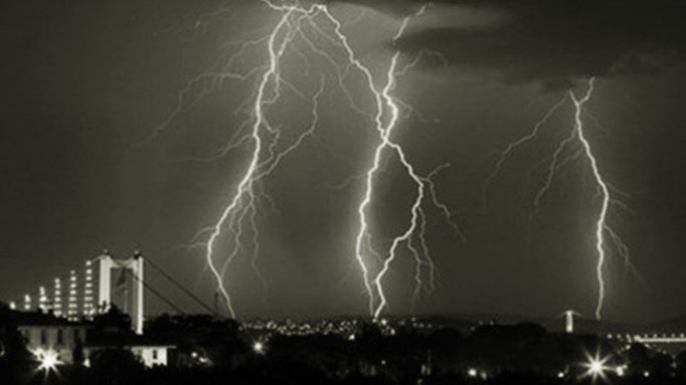 Sağanak yağış İstanbul'da etkili oluyor