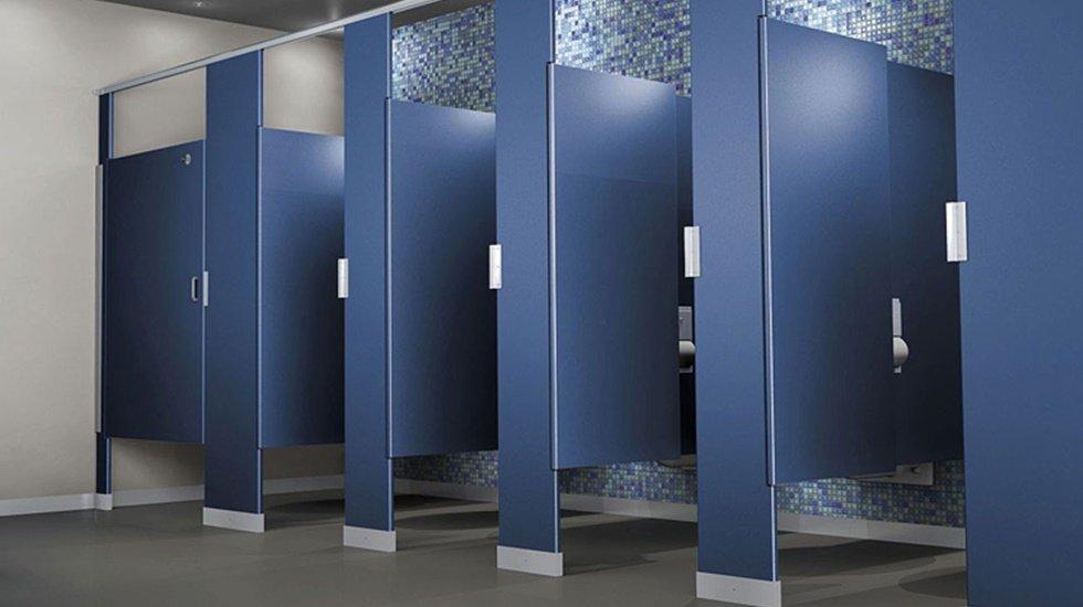 Tuvaletlerin kapıları neden içeri doğru açılır?