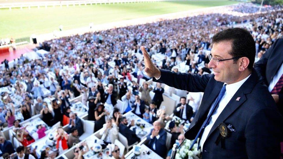 Veliefendi Hipodromu'nda 'Mustafa Kemal'in askerleriyiz' sloganları