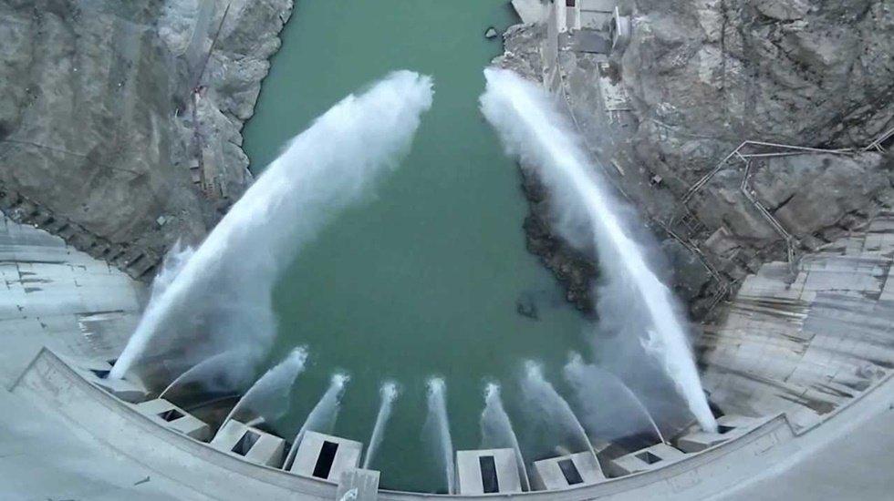 Eyfel Kulesi'nden sadece 25 metre kısa Çoruh nehri üzerinde…