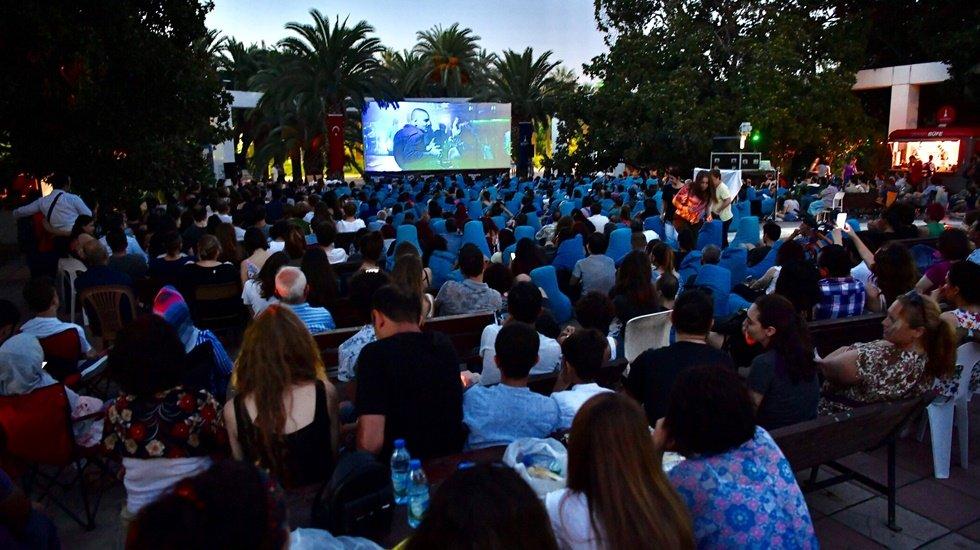 Kültür Park'ta sıcak yaz günlerini serinleten nostaljisi sineması