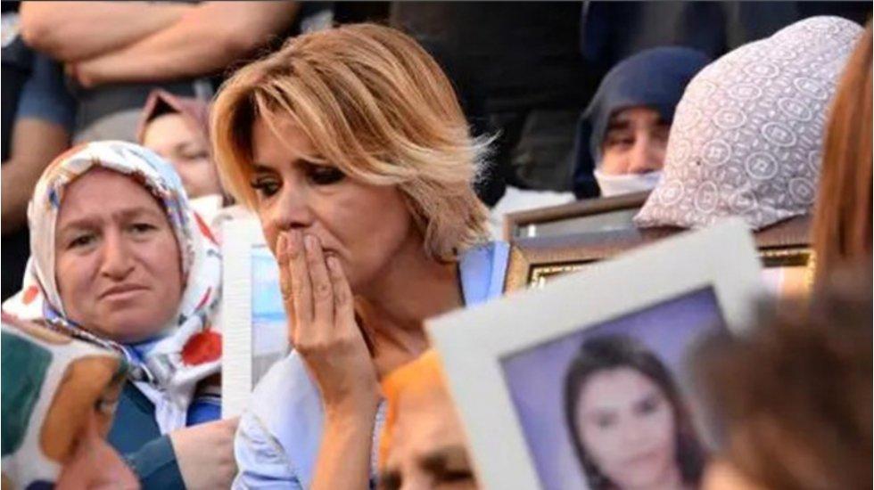 Çorlu faciasında evladını kaybeden anneden Gülben Ergen'e: Oğlum, oğlunuzla aynı takımda top oynuyordu, bir gün aramadınız