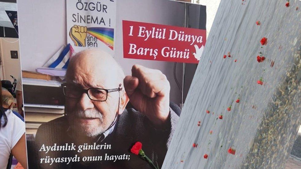 Vedat Türkali'nin anısına denize kırmızı karanfiller bıraktılar